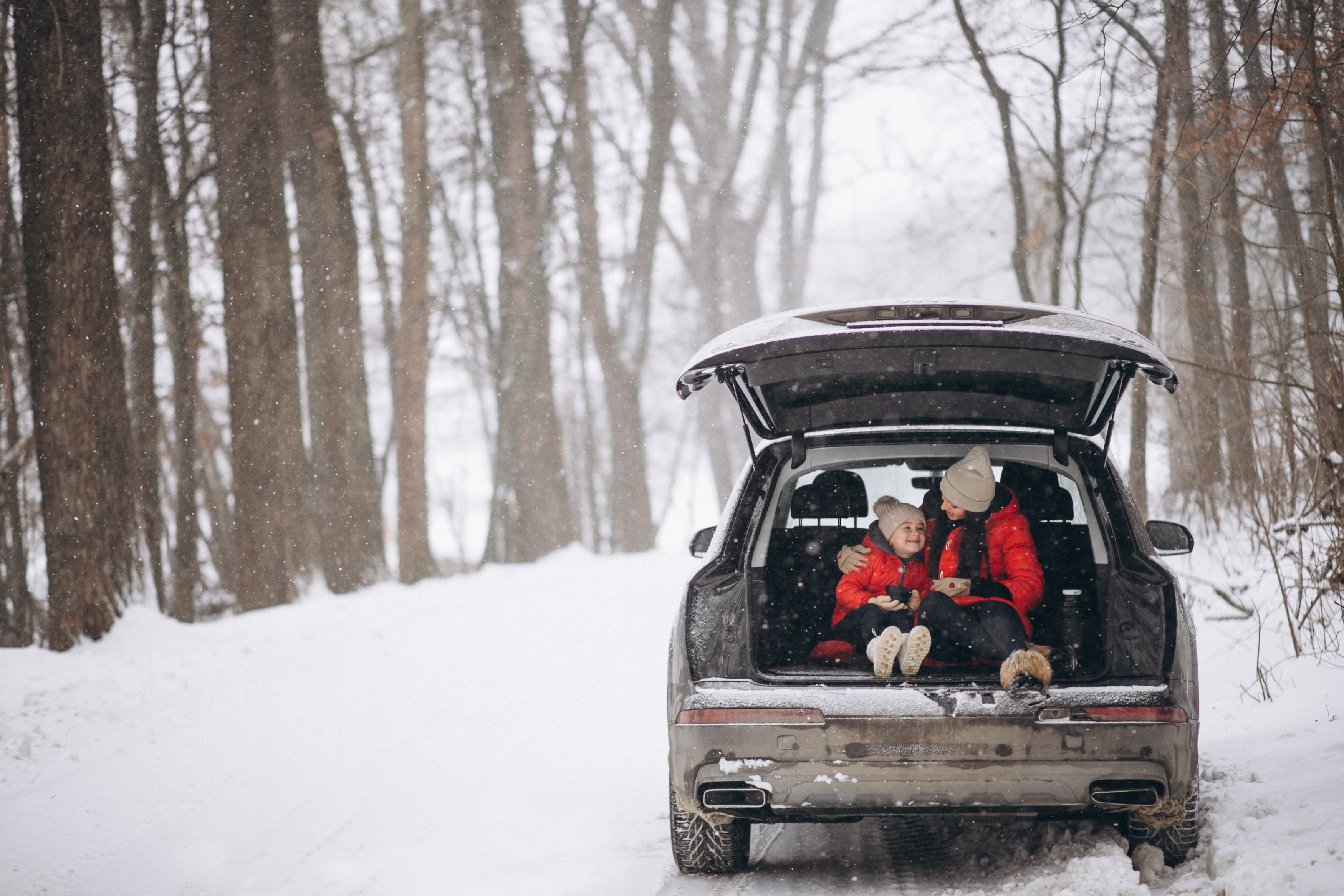 mother-and-daughter-in-car-winter